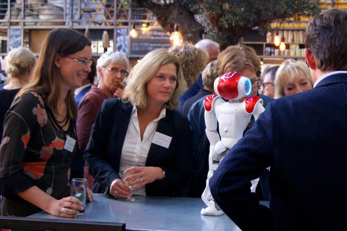 Demonstration mit Pflege-Roboter, Roboter-Verleih