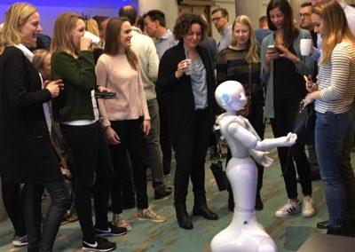 Treffen und grüßen mit Pepper roboter